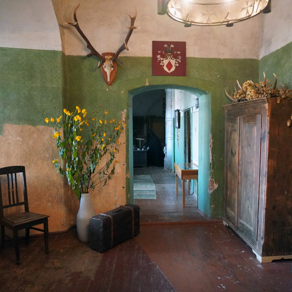 stag-room
