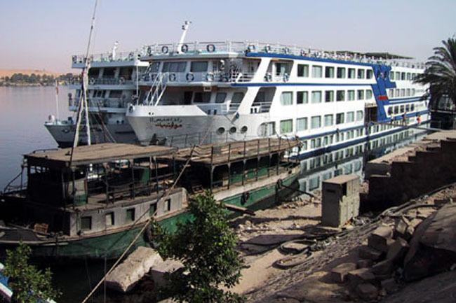 aswan_boats_old_new