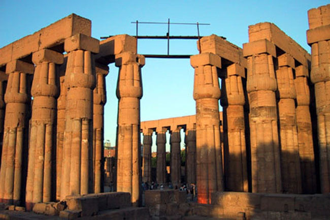 luxor_temple_columns_day