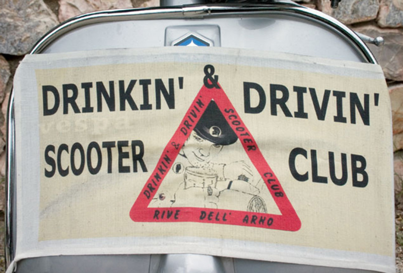 02_drinking_driving_scooter_club@2x