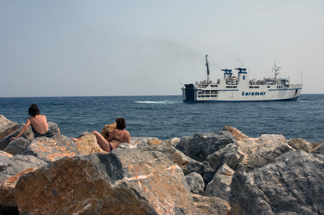 capraia_bathers_ferry
