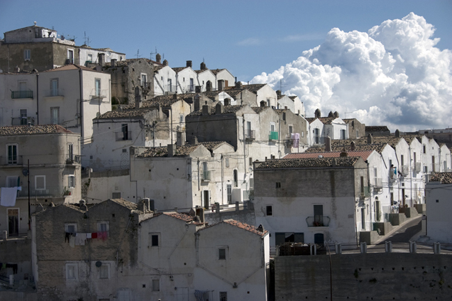 monte_san_angelo_white_buildings