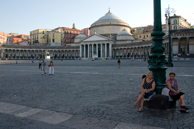 naples_square_old_ladies