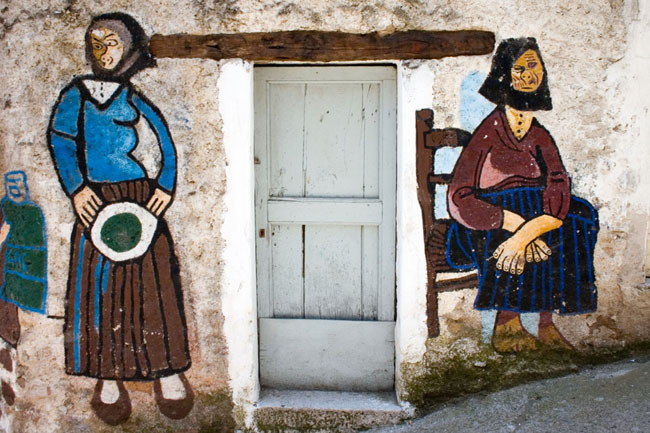 orgosolo_old_women_mural