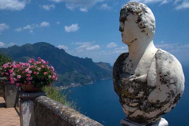 ravello_gardens_statue_view