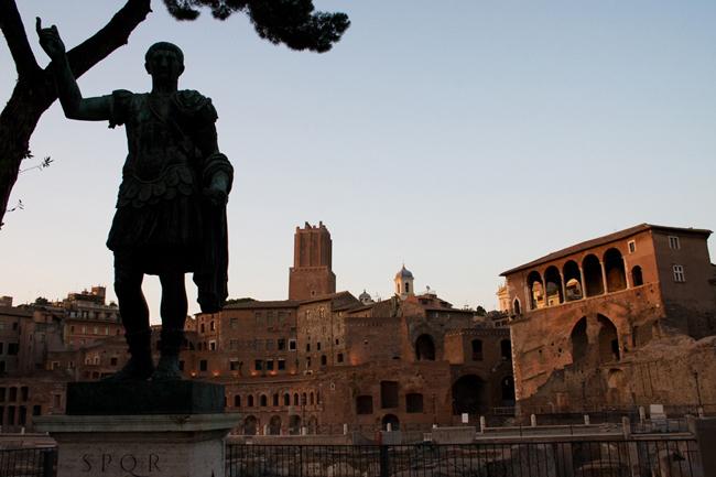 rome_statue_forum